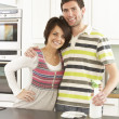 Foto de Stock  : Young Couple Cleaning Cleaning Modern Kitchen