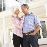 Senior couple embracing — Stock Photo