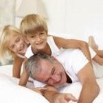 familia tumbado — Foto de Stock
