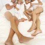 família deitado — Foto Stock