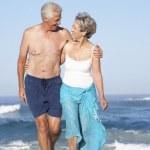 starší pár na dovolené — Stock fotografie