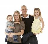 Colpo di studio del gruppo di famiglia in studio — Foto Stock