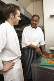 Donneur d'ordres stagiaire chef de cuisine restaurant — Photo