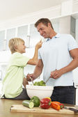 Father & Son Preparing Salad — Stockfoto