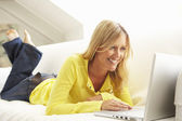 Woman Using Laptop Relaxing — Stock Photo