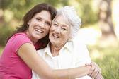 Mujer senior con adulto — Foto de Stock