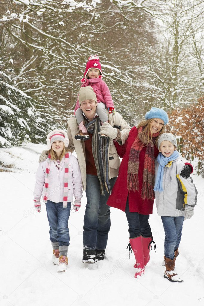 Family Walking Through Snowy Woodland — Stock Photo #4836152