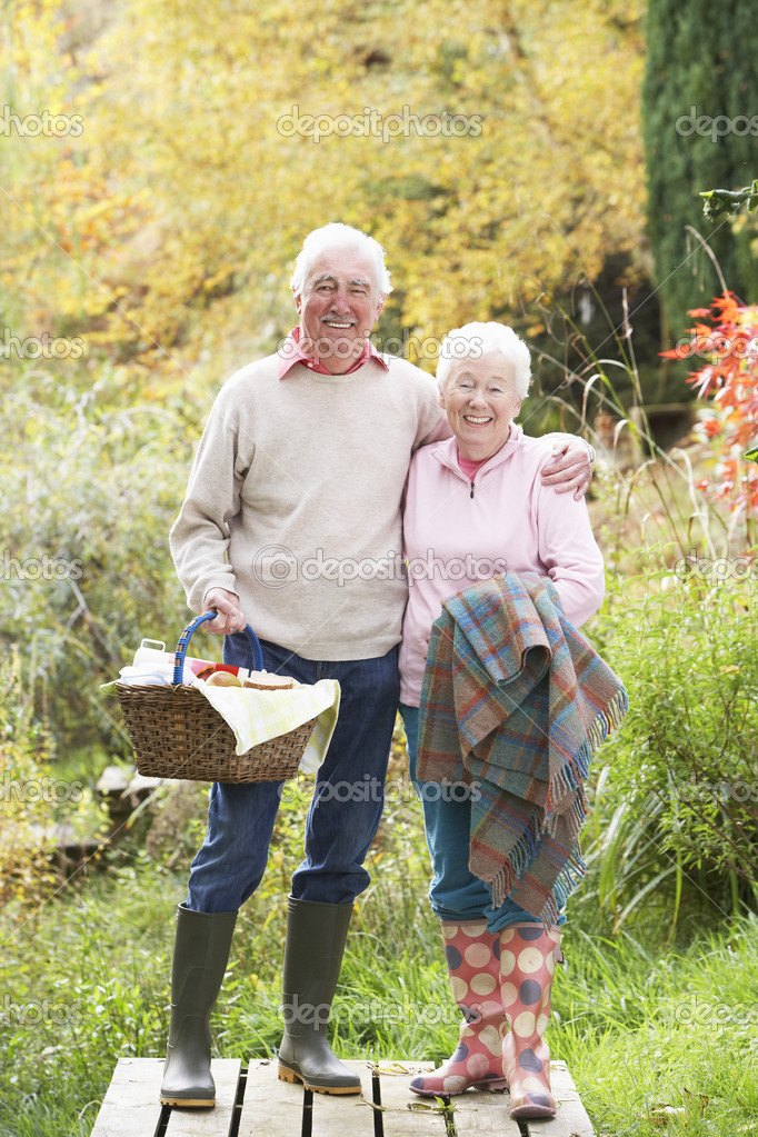 Senior Couple Outdoors With Picnic Basket By Autumn Woodland — Stock Photo #4836355