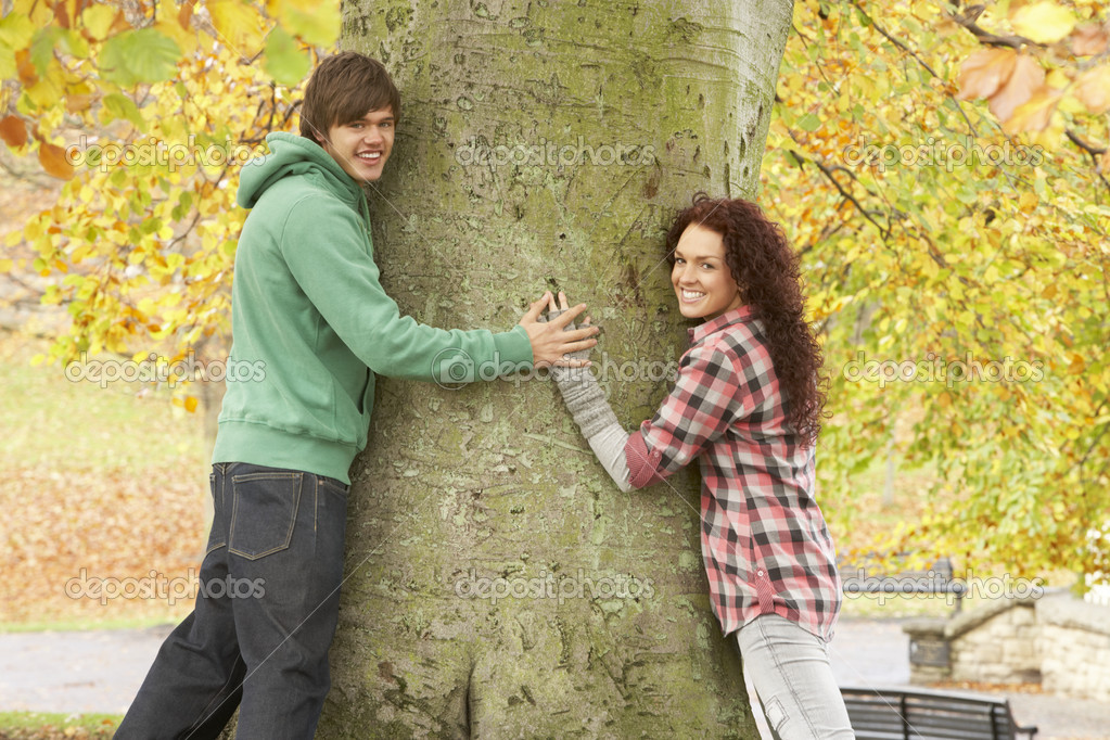 Romantic Teenage Couple By Tree In Autumn Park — Lizenzfreies Foto #4837065