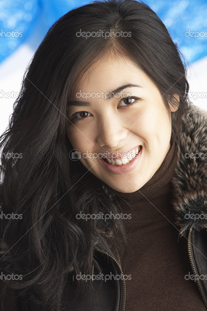 Young Woman Wearing Warm Winter Clothes In Studio — Stock Photo #4837696
