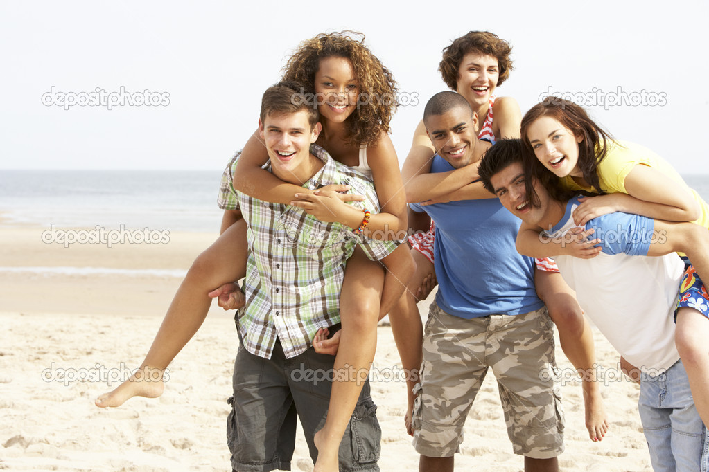 Group Of Friends Running Along Beach Together — Stock Photo #4837930