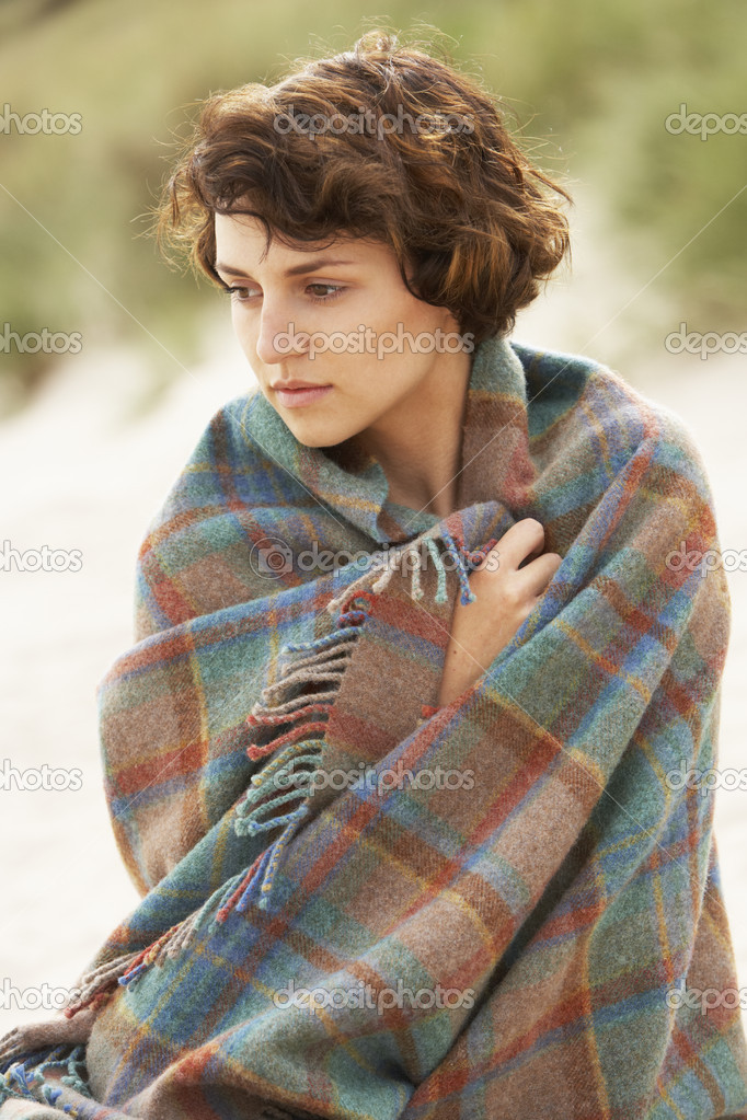 Young Woman Standing In Sand Dunes Wrapped In Blanket — Stock Photo #4837947