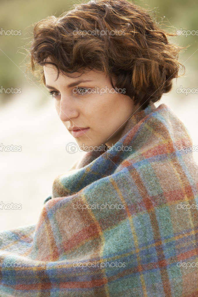 Young Woman Standing In Sand Dunes Wrapped In Blanket — Stock Photo #4837952