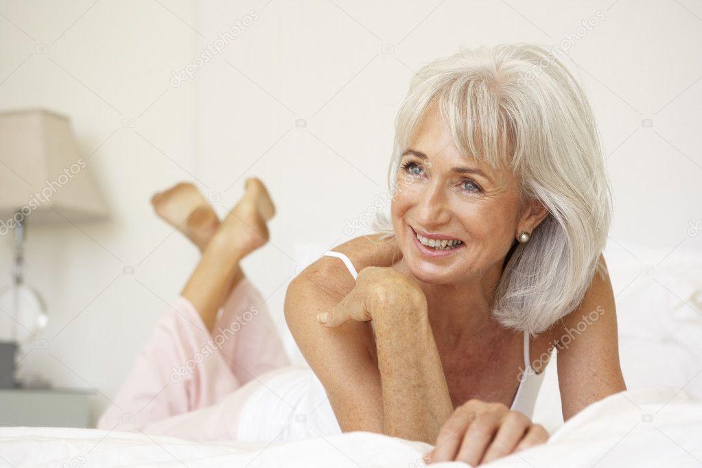 Familie und Freizeit - Partnervermittlung lockt Senioren
