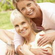 Senior Woman And Adult Daughter Relaxing In Garden — Foto Stock