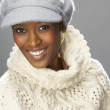 Fashionable Woman Wearing Knitwear And Cap In Studio In Front Of Christmas - Foto Stock