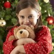 Little girl holding a teddy bear in her hand — Stockfoto