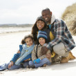 Family Sitting On Winter Beach — Stock Photo