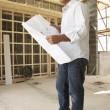 Architect With Plans In New Home - Foto Stock