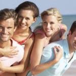 Group Of Friends Enjoying Beach Holiday — Stock Photo