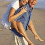 Senior Couple Enjoying Beach Holiday — Stock Photo