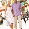 Senior Couple Enjoying Shopping Trip — Foto de Stock