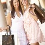 Two Young Women Enjoying Shopping Trip Together — Stock Photo