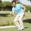maschio golfista su golf putting green — Foto Stock