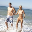 Young Couple Enjoying Beach Holiday — Stock Photo