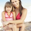 Portrait Of Mother And Daughter On Summer Beach Holiday — Stock fotografie