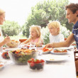 Parents, with children, enjoy a picnic — Stock Photo