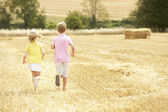 Children Running Through Summer Harvested Field — Stock Photo