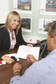 Female Estate Discussing Property Details With Client — Stock Photo