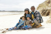 Family Sitting On Winter Beach — Foto de Stock