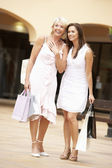 Senior Mother And Daughter Enjoying Shopping Trip Together — Stockfoto