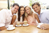 Group Of FriendsEnjoying Coffee In Caf — Stock Photo