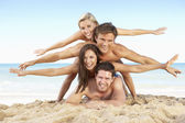 Group Of Friends Enjoying Beach Holiday — Stock Photo