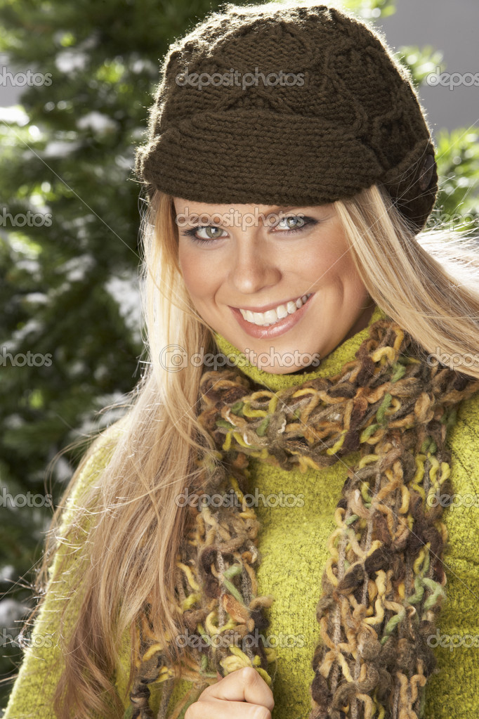 Fashionable Woman Wearing Knitwear And Scarf In Studio In Front Of Christmas Tree — Stock Photo #4840638