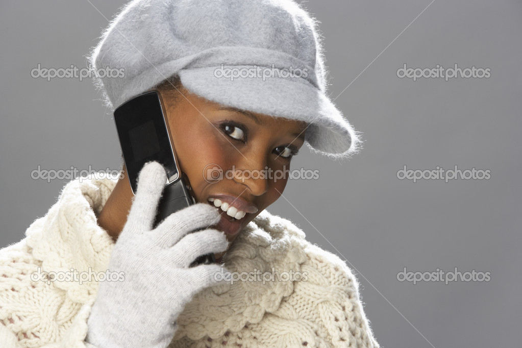 Fashionable Woman Wearing Knitwear And Cap In Studio In Front Of Christmas Tree — Stock Photo #4840724
