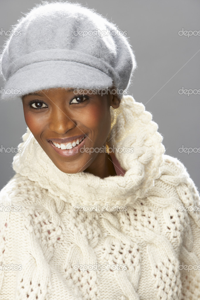 Fashionable Woman Wearing Knitwear And Cap In Studio In Front Of Christmas Tree — Stock Photo #4840729