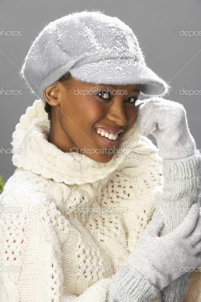 Fashionable Woman Wearing Knitwear And Cap In Studio In Front Of Christmas Tree — Stock Photo #4840733