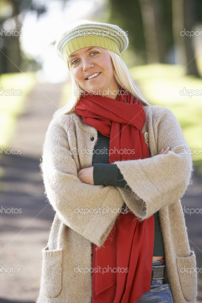 Portrait Of Woman Outdoors In Autumn Landscape — Stock Photo #4840799