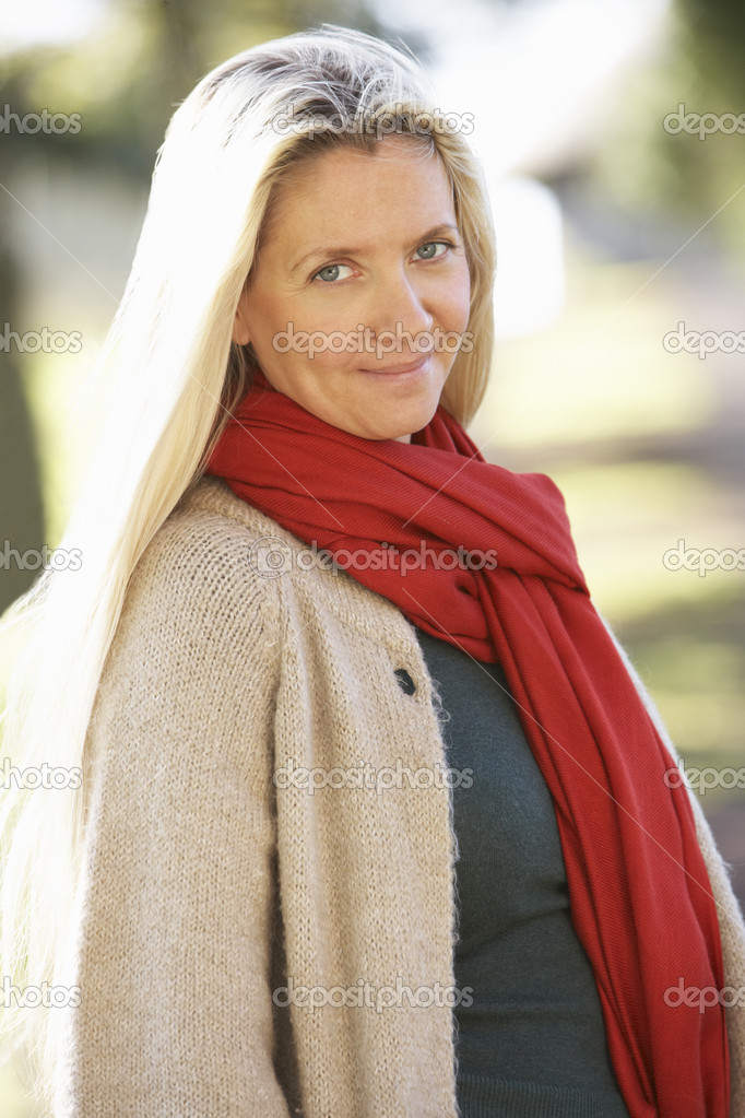 Portrait Of Woman Outdoors In Autumn Landscape — Stock Photo #4840801