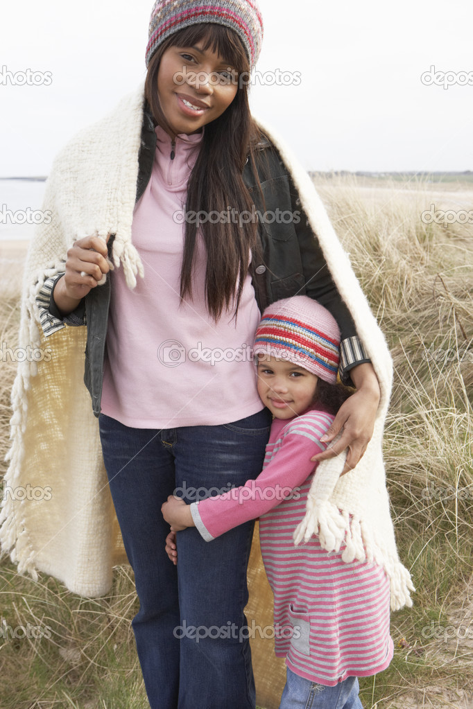 Mother And Daughter Wrapped In Blanket Amongst Dunes On Winter B — Stock Photo #4842256