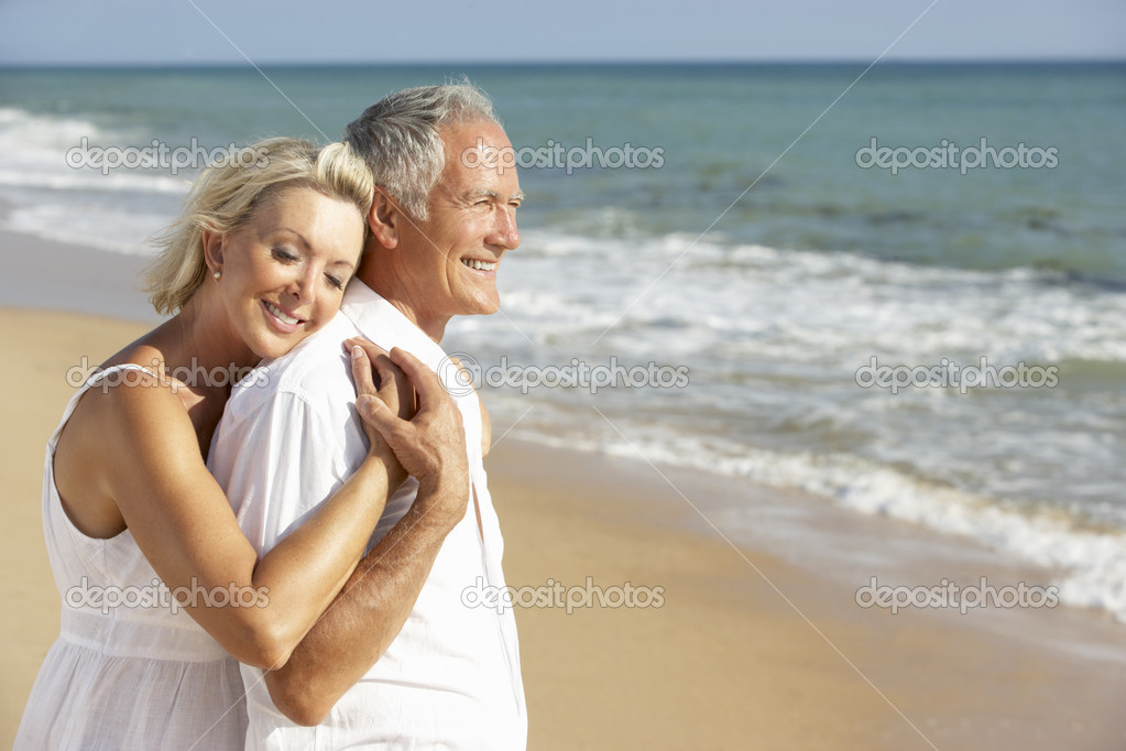 Senior Couple Enjoying Beach Holiday — Stock Photo #4842563