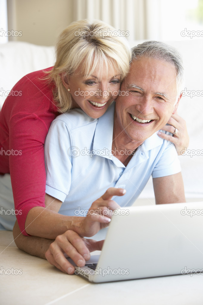 Senior couple on her laptop computer — Stock Photo #4843866