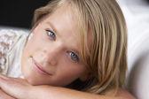 Studio portrait teenager-mädchen — Stockfoto