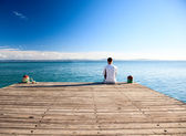 Young man relax watch on ocean — Stock Photo
