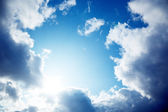 Nuvoloso cielo blu — Foto Stock