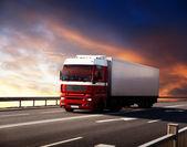 Camión en la carretera y puesta del sol — Foto de Stock